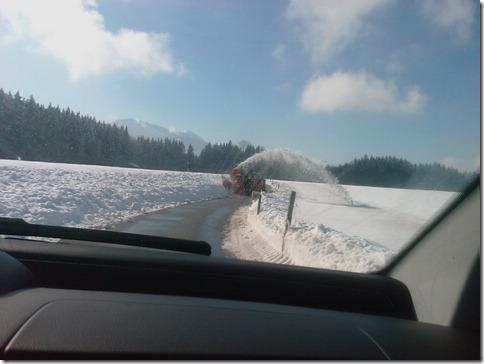 Begegnung mit einer Schneefräse im Alpenvorland